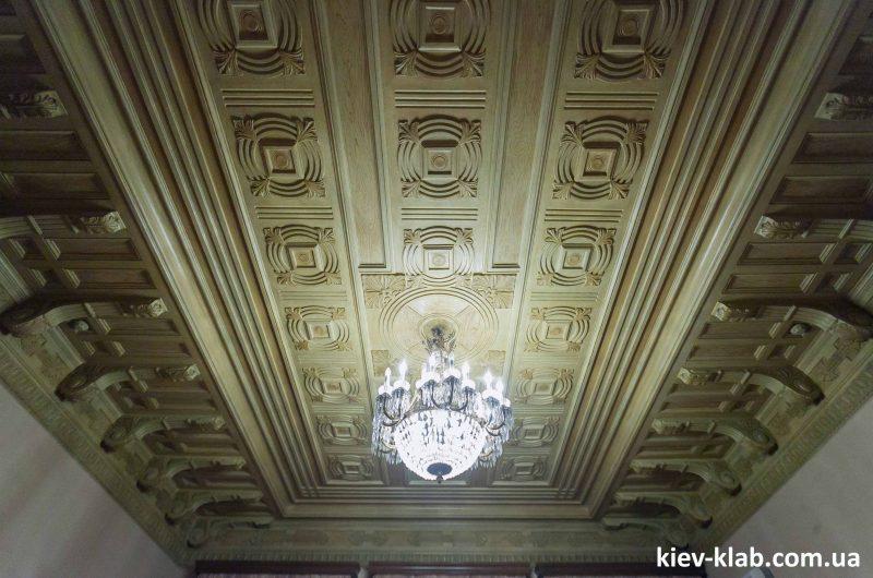Потолок в доме плачущей вдовы
