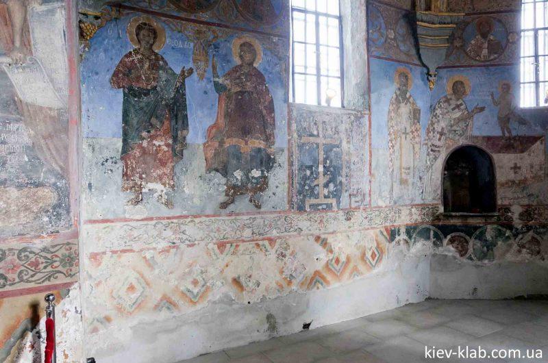 Восстановленые фрески храма