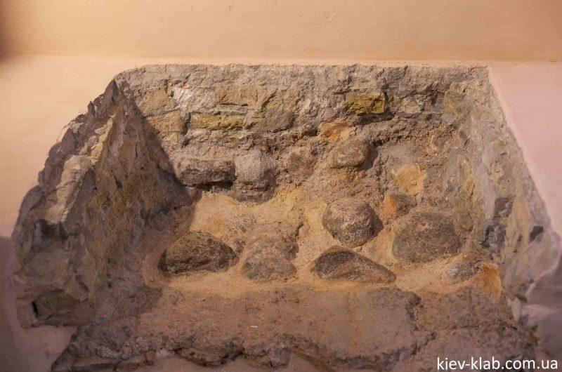 Старый фундамент храма