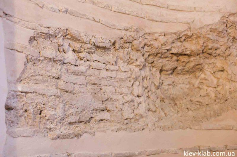 Открытая стена церковь Спаса на Берестове