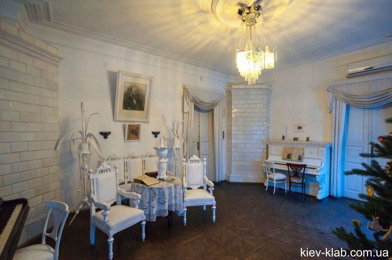 Прихожая в доме Булгакова
