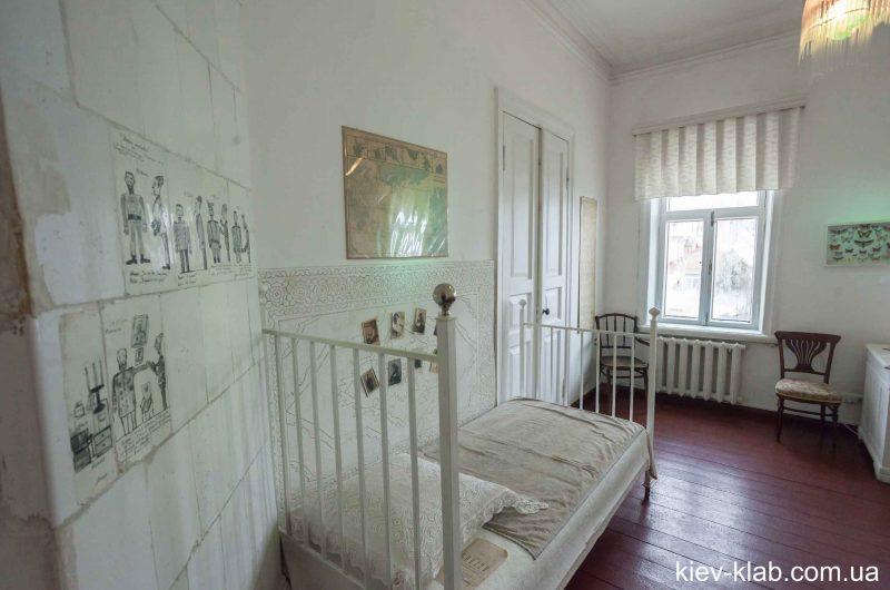 Кровать в доме Булгакова