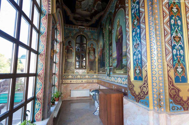 Прихожая в храме в Ските Киево-Печерской Лавры