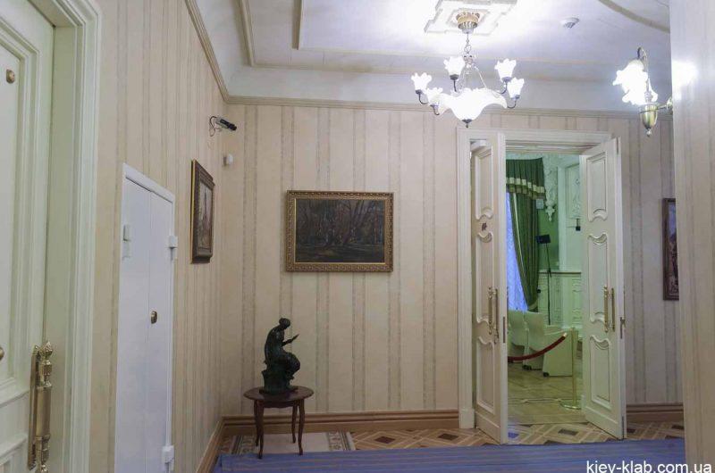 Нижний этаж дома с Химерами