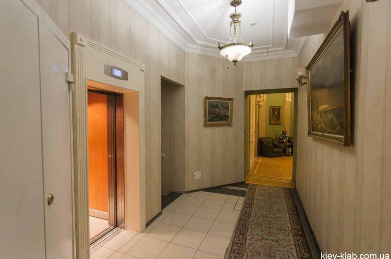 Лифт в доме с Химерами