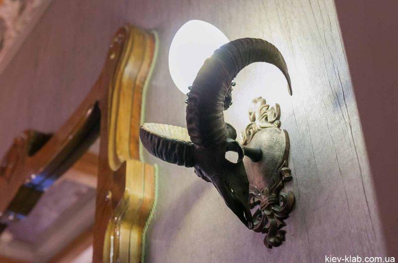 Светильник из рогов дома с Химерами