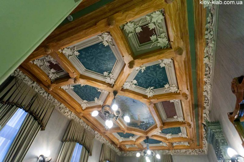Потолок с рогами в доме с Химерами