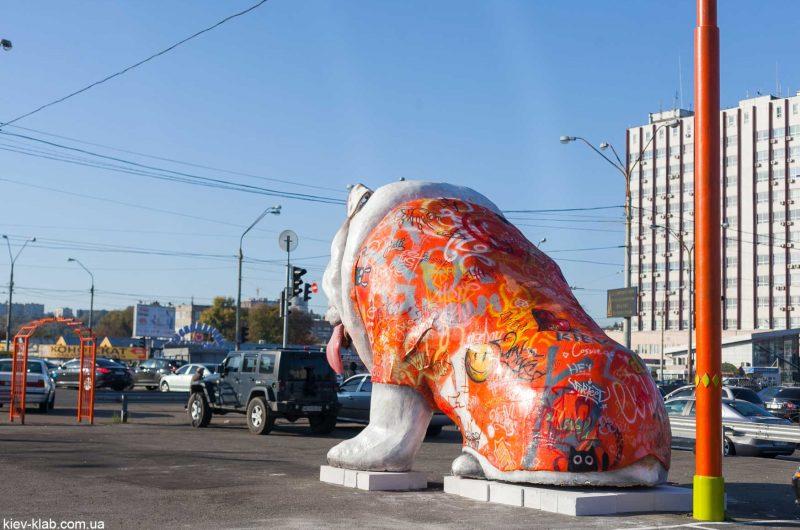 """Скульптура """"Друг"""". Огромная собака Петровка"""