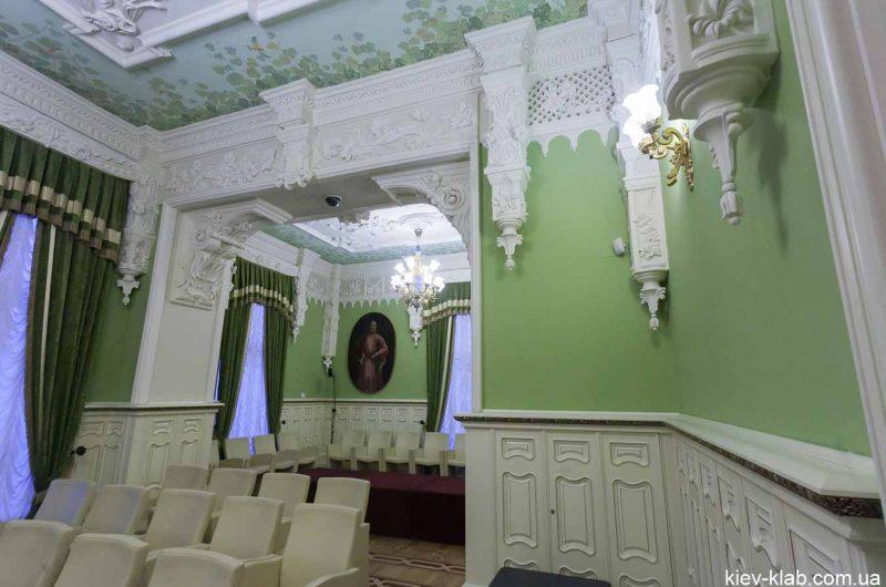 Лепнина в зелёном кабинете дома с Химерами