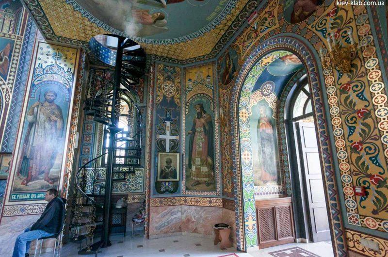 Винтовая лестница в храме в Ските Киево-Печерской Лавры