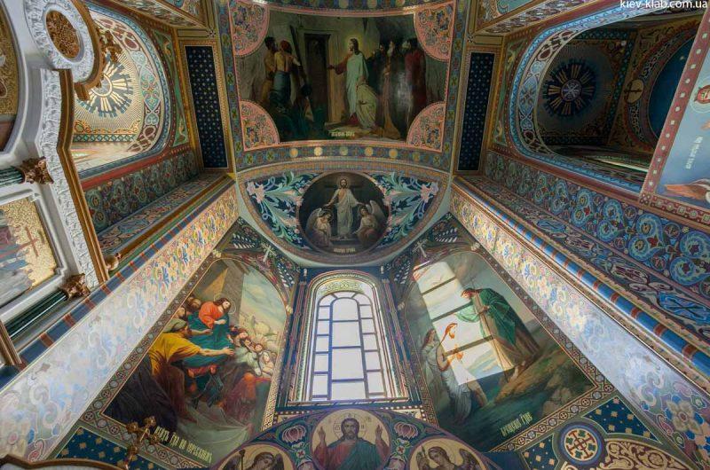 Росписаные стены в храме в Ските Киево-Печерской Лавры