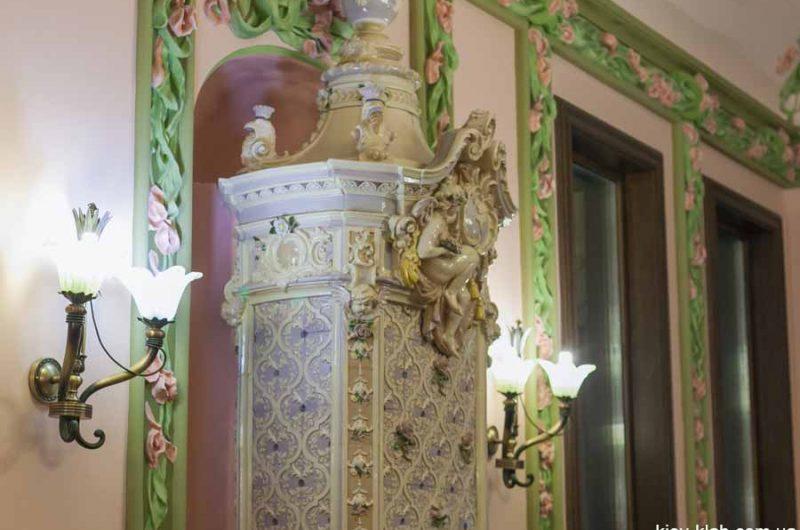 Камин в кабинете президента дома с Химерами