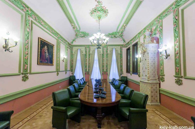 Кабинет президент в доме с Химерами