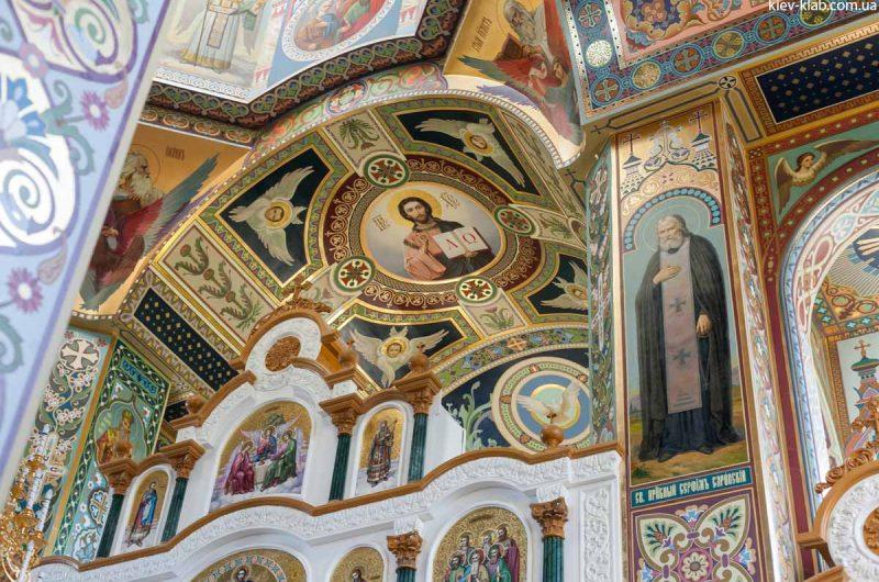 Иконостас в храме в Ските Киево-Печерской Лавры