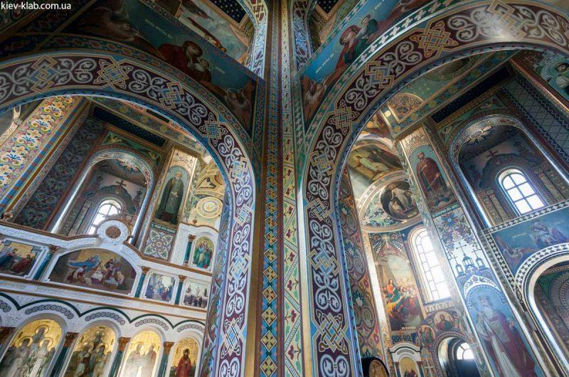 Красивые своды в храме в Ските Киево-Печерской Лавры