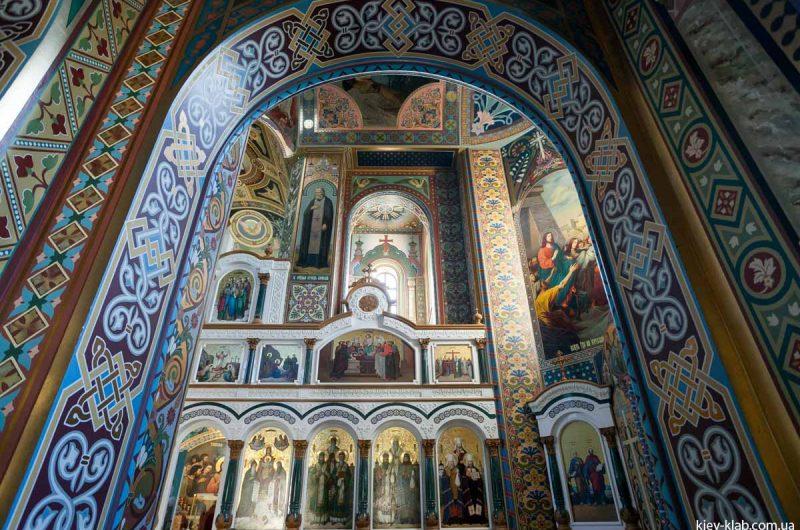 Иконы в храме в Ските Киево-Печерской Лавры