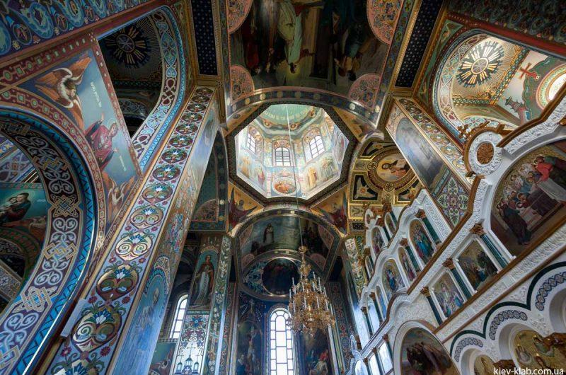 Внутри храма в Ските Киево-Печерской Лавры