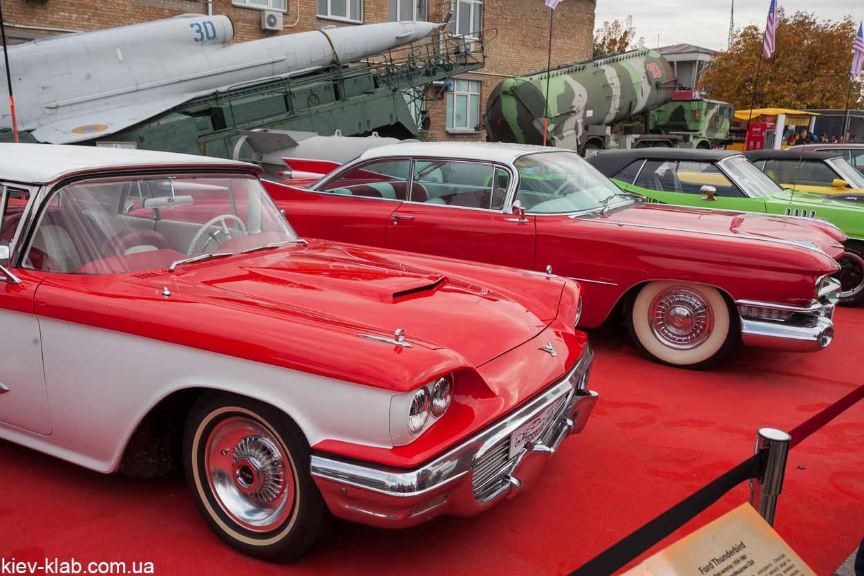 Old Car Land красные машины