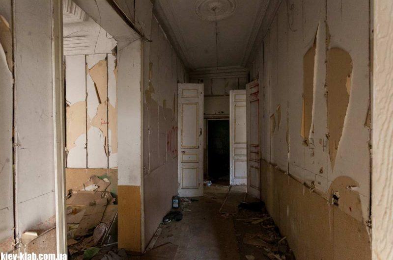 Разрушенный дом в Пуще-Водице