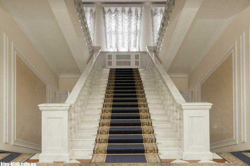 парадная лестница в АП