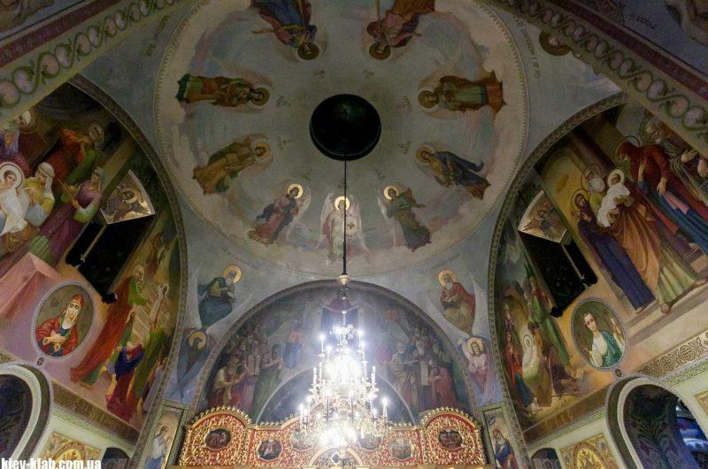 Потолок в храме на Борщаговке