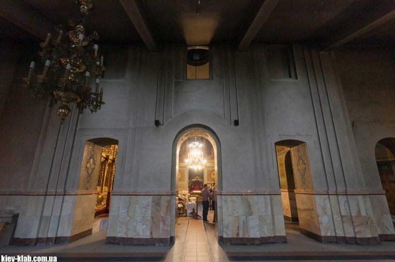 Правое крыло храма