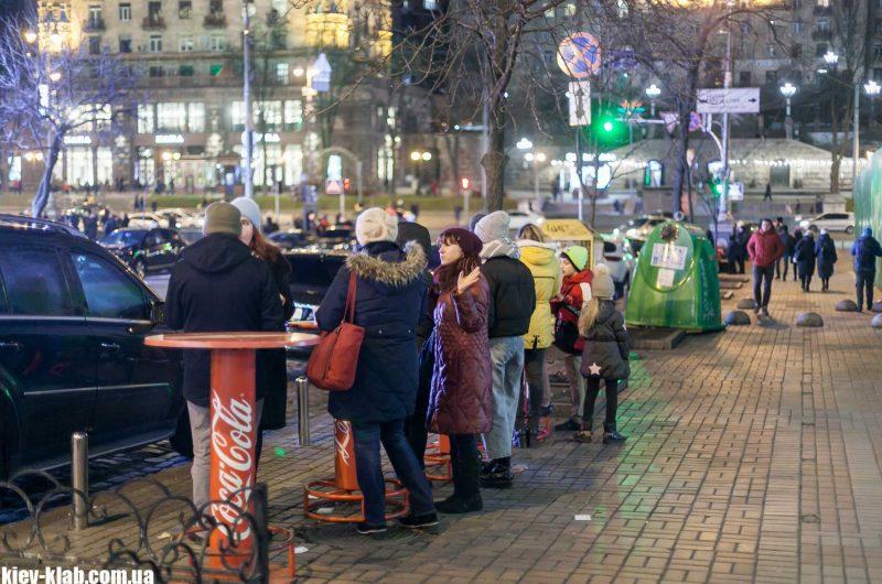 Столики возле киевской перепички