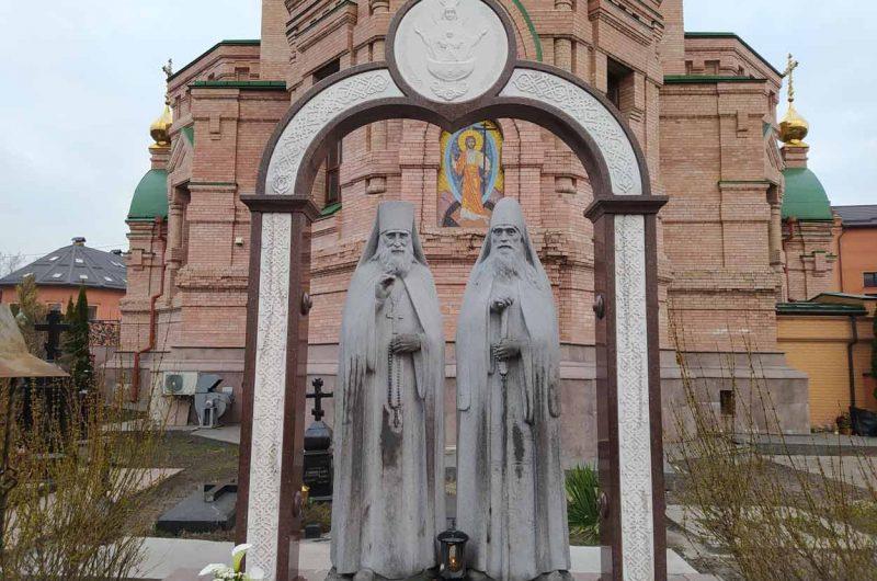 Статуи Голосеевского монастыря