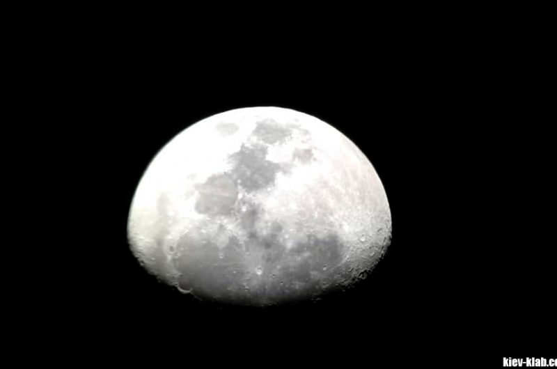 Месяц в телескопе