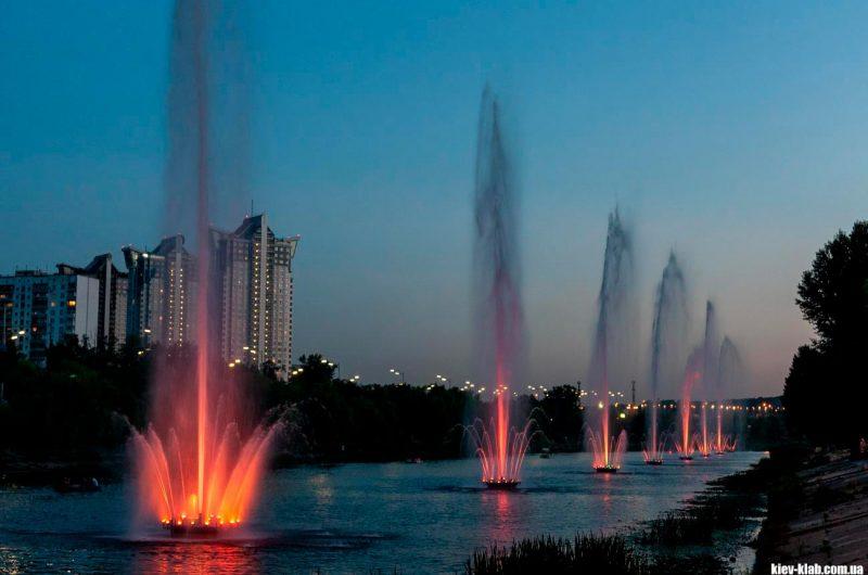 Русановские фонтаны светомузыка