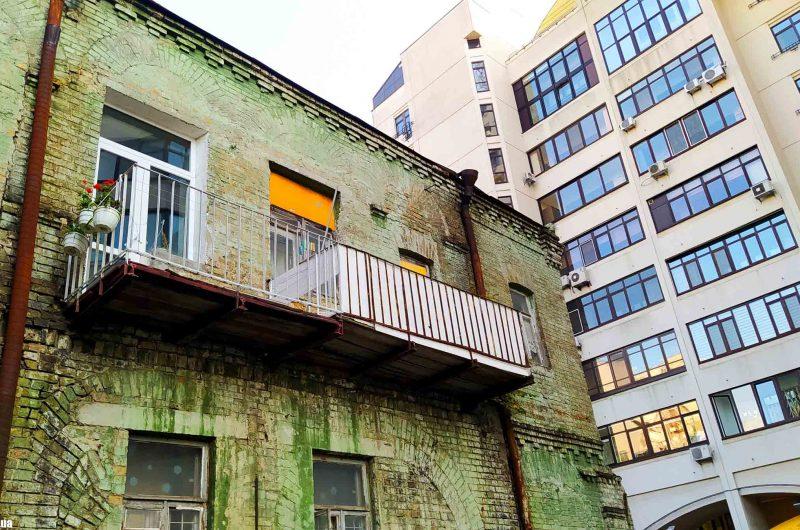 Балкон старого дома в Киеве