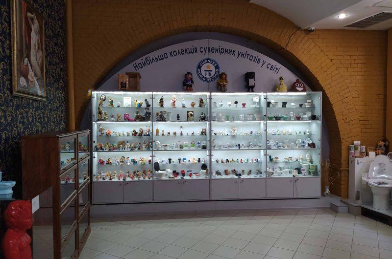 Коллекция сувенирных унитазов