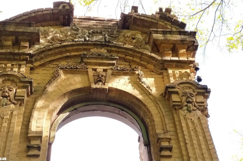 Живописные руины