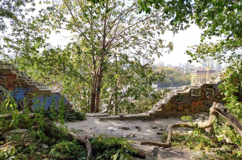 Стена на замковой горе