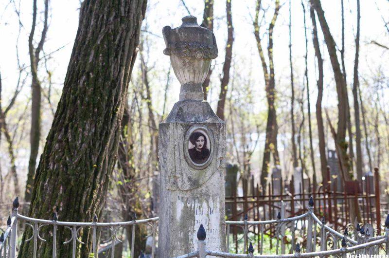 Кладбище 19 века Киев