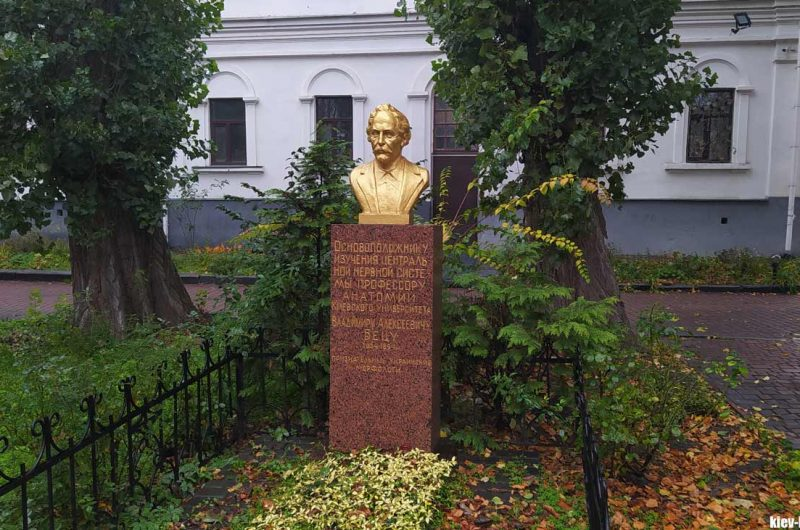 Надгробие Бецу