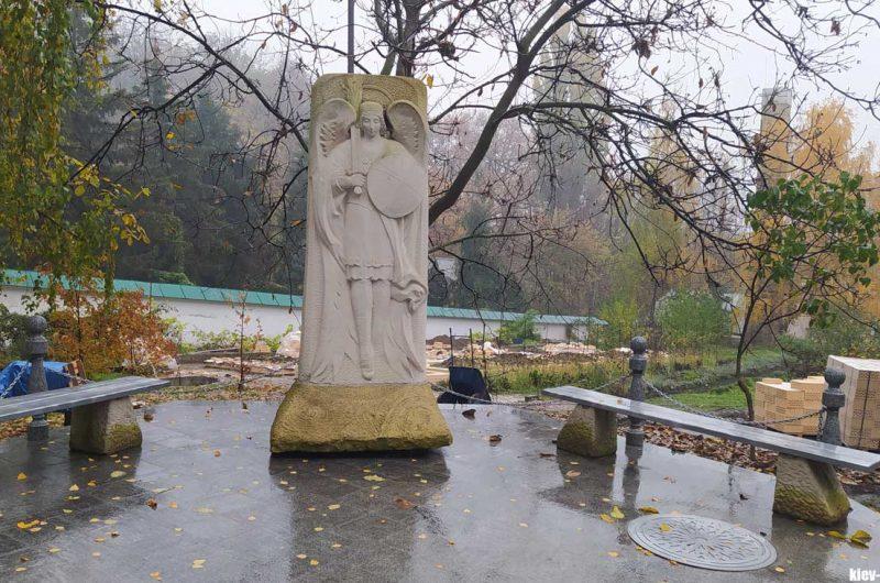 Скульптура Выдубичи
