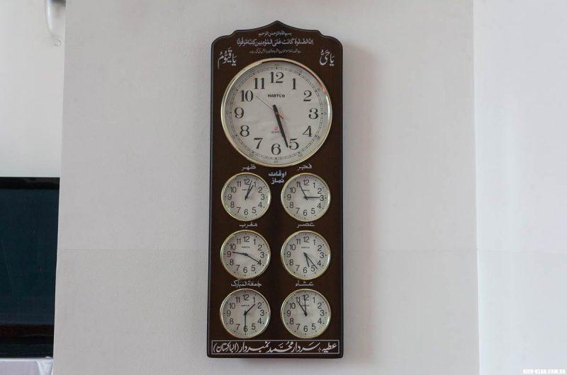 Часы в мечети